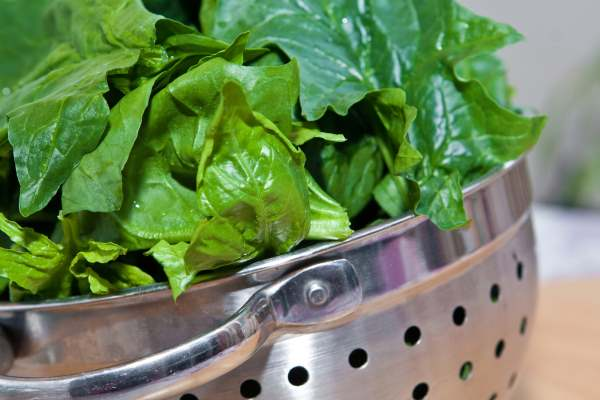 dry spinach after washing